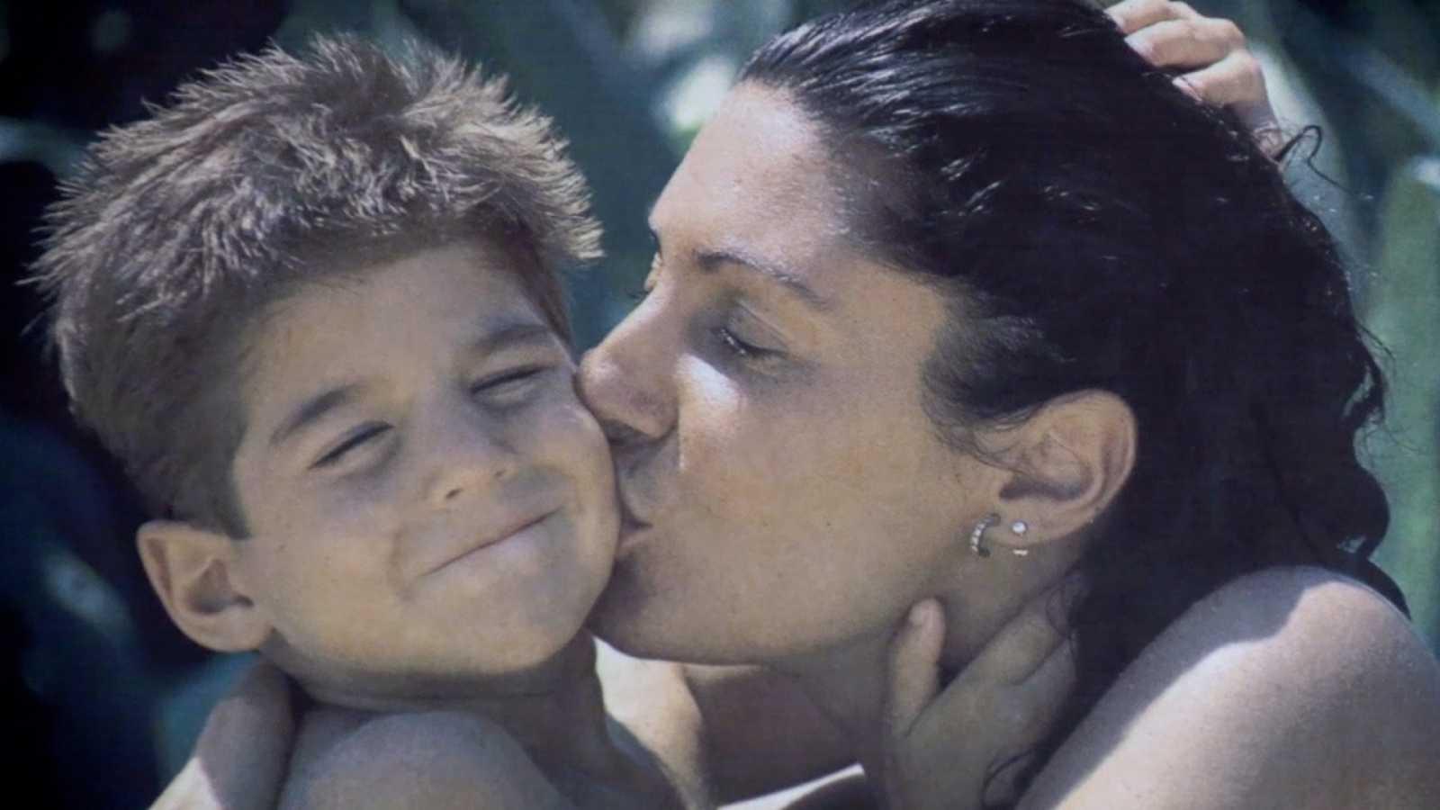 """Lazos de sangre - Julián Contreras Jr: """"Mi madre se perdió en esa imagen que se había creado y que tan poco tenía que ver con su esencia verdadera"""""""