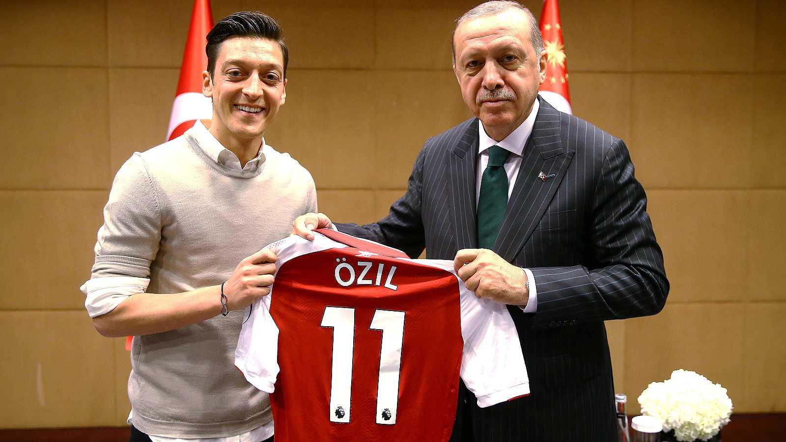 La retirada de la selección de Özil, envuelta en polémica