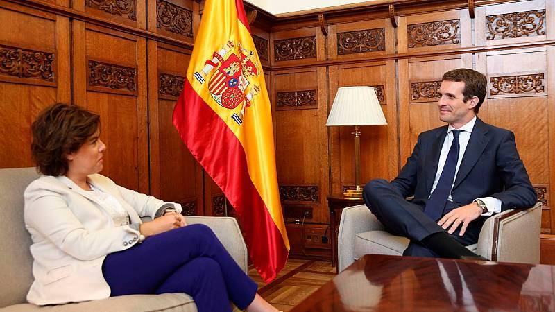 """Casado ofrece a Santamaría entrar en el Comité Ejecutivo Nacional y ella pide una representación """"proporcional"""" a su 43%"""