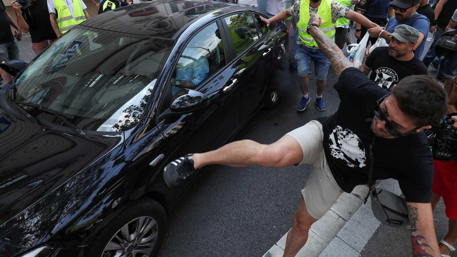 Uber y Cabify suspenden su actividad en Barcelona por las agresiones de taxistas