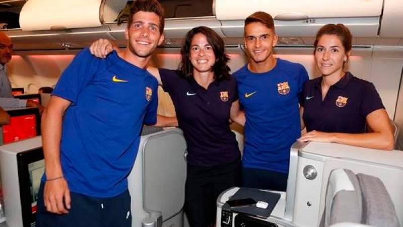 El primer equipo del Barça comparte este año pretemporada con el equipo femenino, es algo inédito, pero hay polémica porque los hombres han viajado en business y las mujeres, en turista. Hoy el club ha dado explicaciones.