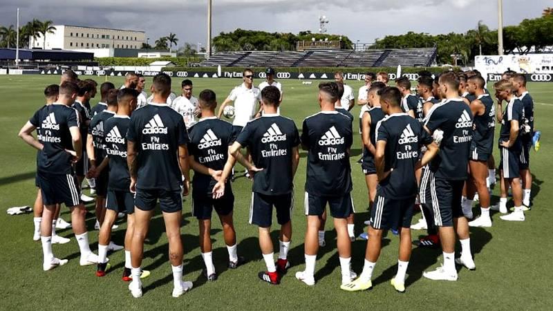 Keylor Navas y Dani Carvajal, jugadores del Real Madrid se reincorporaron a los entrenamientos de su equipo en la primera sesión del conjunto de Julen Lopetegui en tierras estadounidenses suspendida después de una hora por una tormenta eléctrica.