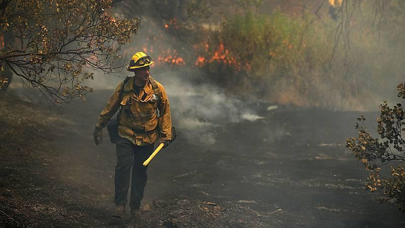 El incendio que asola el norte de California (EEUU) ya ha dejado seis muertos