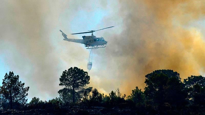 El incendio de Llutxent (Valencia) obliga a desalojar a los vecinos de Pinet, que se suman a los 2.500 de otras poblaciones cercanas