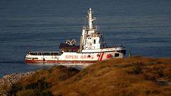 El buque 'Open Arms' llega a la Bahia de Algeciras con 87 inmigrantes a bordo