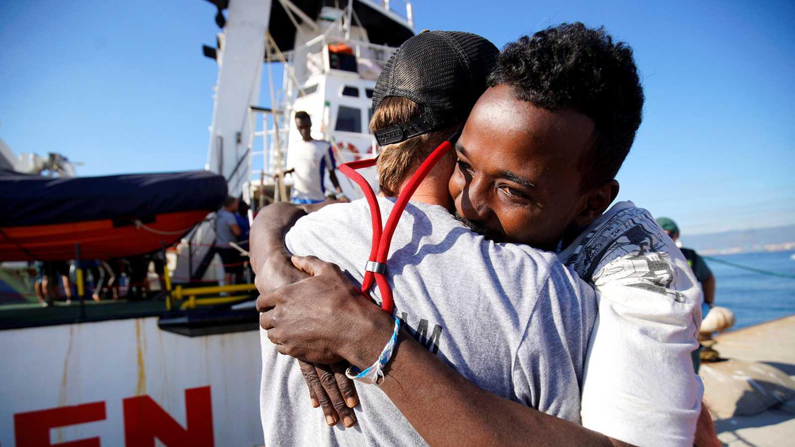 Así es el protocolo de recepción de los 87 migrantes que han desembarcado en Algeciras