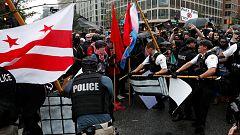 Una marea humana arrincona a los supremacistas blancos en su manoifestación ante la Casa Blanca