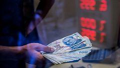 El Banco Central de Turquía inyecta liquidez para intentar sostener la lira