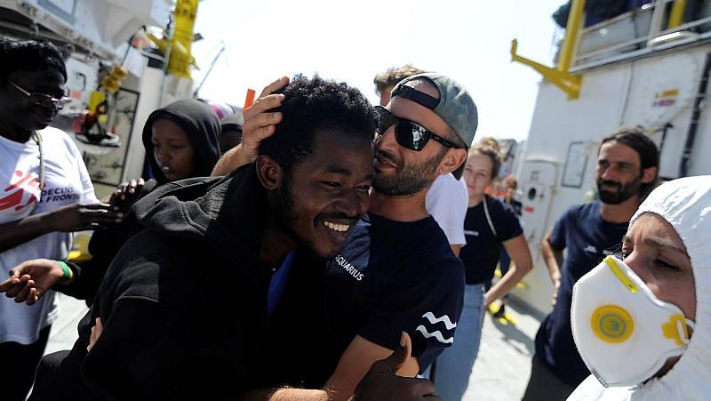 El Aquarius llega a Malta con los 141 migrantes a bordo tras cinco días de incertidumbre en el Mediterráneo
