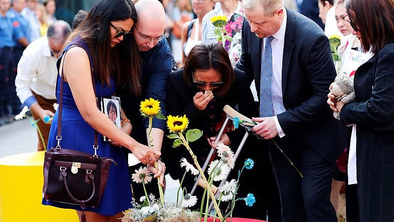 Los reyes presiden el acto central de homenaje a las víctimas del doble atentado en Cataluña