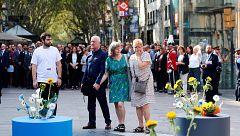 Los homenajes a las víctimas de los atantados del 17A en Barcelona y Cambrils arrancan con una ofrenda floral en La Rambla