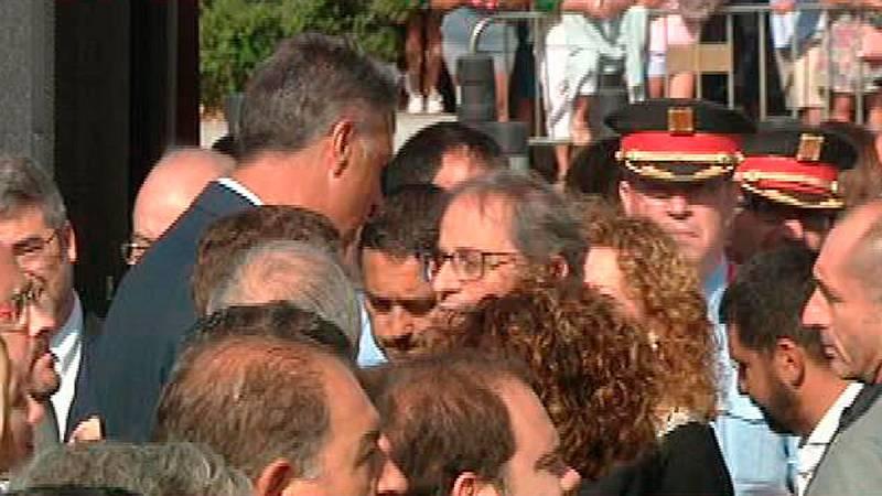 Momento de tensión entre Albiol y Torra en el homenaje en Cambrils