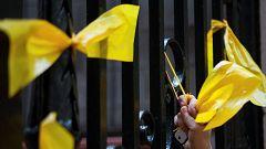 La fiscal general no ve indicios de delito en poner ni retirar símbolos como los lazos amarillos