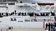 Italia insiste en no dejar desembarcar a 177 migrantes si la UE no los reparte