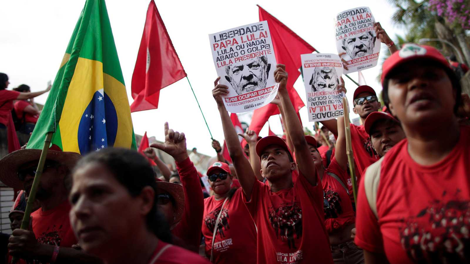 Condenado y desde la cárcel, Lula triunfa en las encuestas para las presidenciales