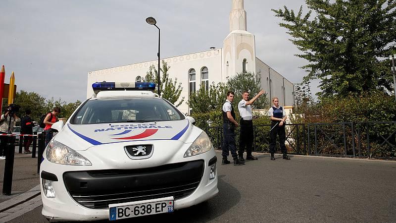 Al menos un muerto en un ataque con cuchillo cerca de París