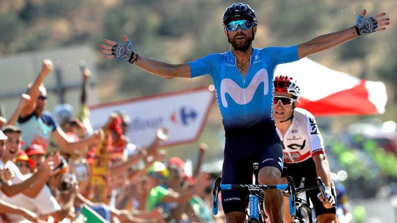 El ciclista español Alejandro Valverde (Movistar Team) ha logrado  este domingo el triunfo en la segunda etapa de la Vuelta a España  2018, sobre un recorrido ligeramente montañoso de 163,5 kilómetros,  con salida en Marbella y meta final en la local