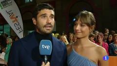 Telediario - Michelle Jenner y Álex García desde la Alfombra Naranja del FesTVal de Vitoria