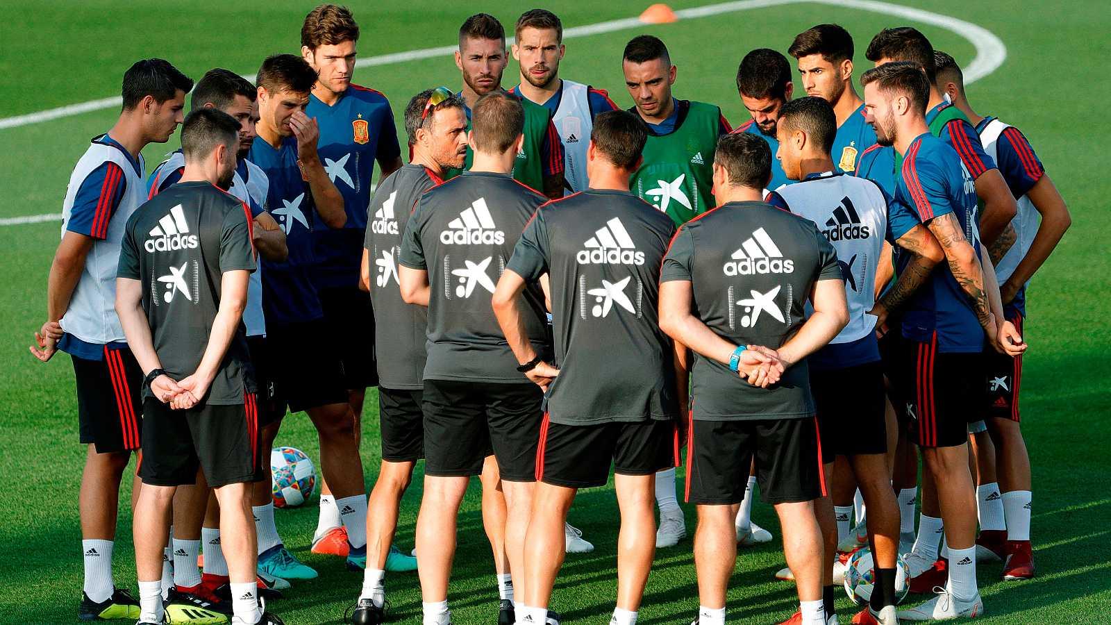 La selección española se ha ejercitado por primera vez a las órdenes de Luis Enrique, el nuevo seleccionador de la Roja.