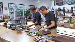 Torres en la cocina - Tallarines de remolacha. Dorada con tomate