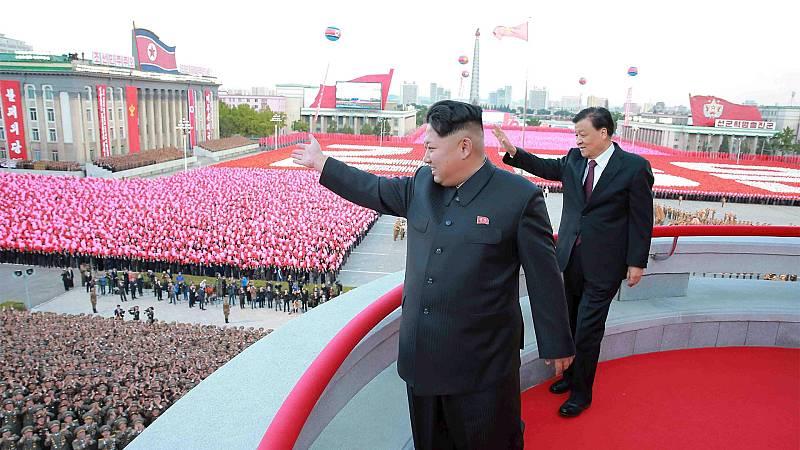 Corea del Norte celebra su 70 aniversario con un discreto desfile militar