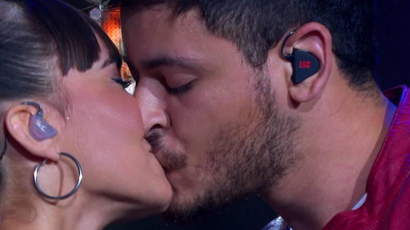 OT Bernabéu - Aitana y Cepeda cantan 'No puedo vivir sin ti'