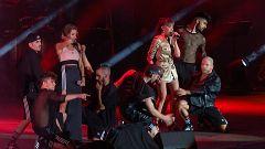 OT Bernabéu - Aitana y Ana Guerra cantan 'Lo malo'
