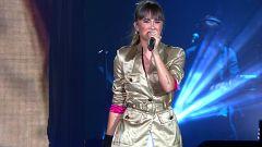 OT Bernabéu - Aitana canta 'Chandelier'