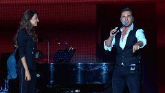 OT Bernabéu - David Bustamante canta con Ana Guerra 'Por debajo de la mesa'