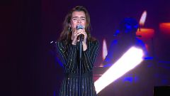 OT Bernabéu - Amaia canta 'Shake it out'