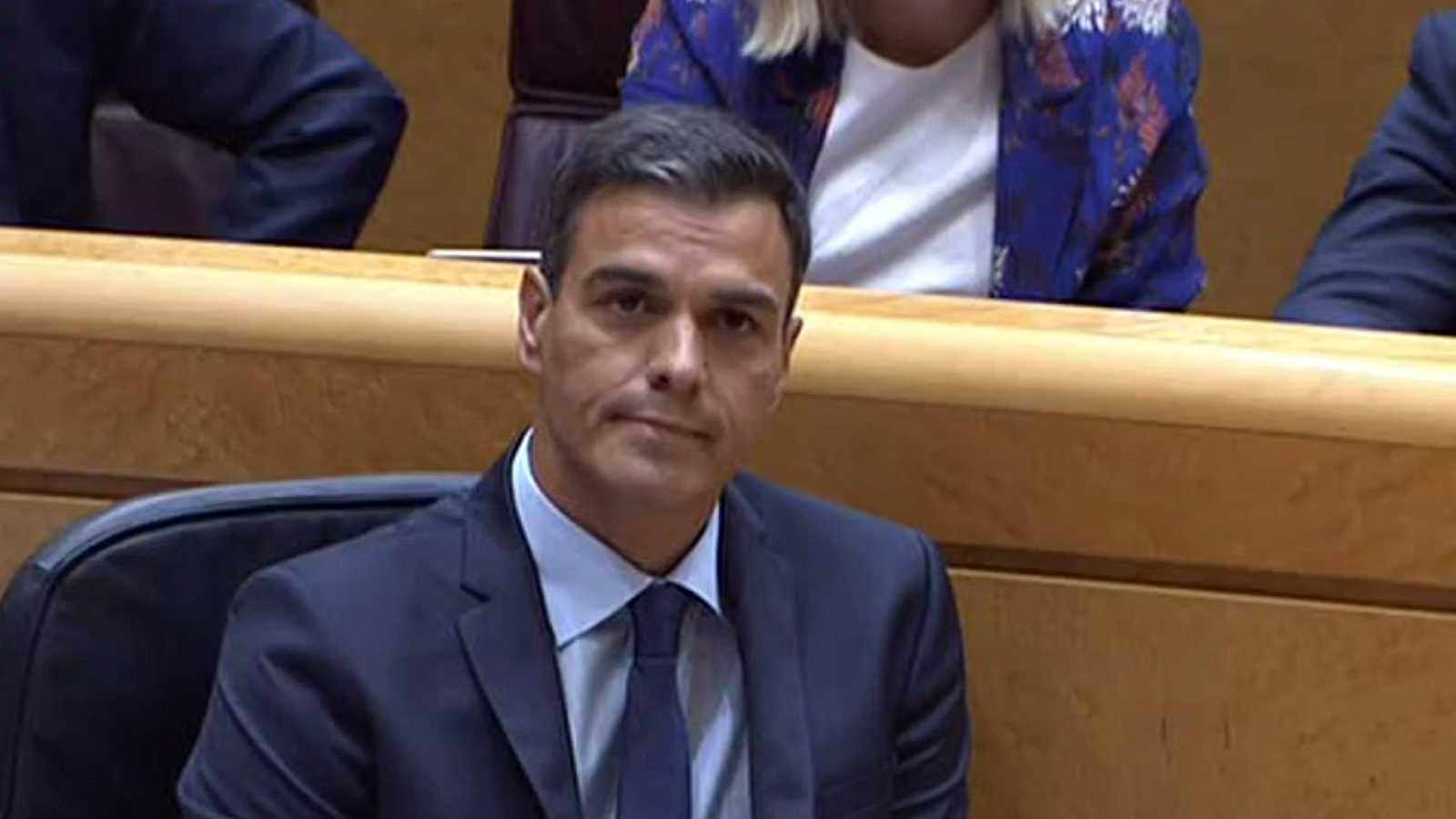"""Sánchez y Cosidó se enzarzan en el Senado por """"el diálogo"""" en la gestión de la crisis en Cataluña"""