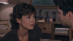 Servir y Proteger - Alicia cuenta a Julio que su padre está vivo