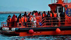 Rescatan a 60 inmigrantes de una patera semihundida en el Mar de Alborán