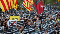 Miles de personas conmemoran el aniversario de las protestas del 20S ante la Consellería de Economía