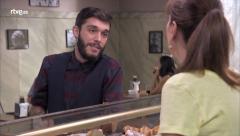 Servir y Proteger - María conoce a Remo Sampere, el nuevo periodista del barrio