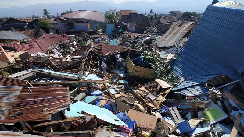Indonesia busca supervivientes entre réplicas después del terremoto y el tsunami que han dejado al menos 420 muertos