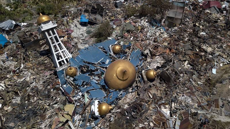 Las calles más cercanas a la costa sufren severas inundaciones por el tsunami de Indonesia