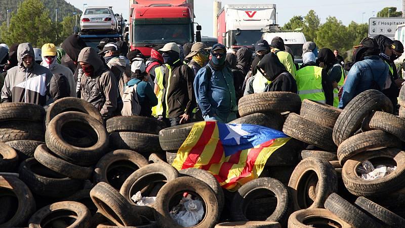Aniversario 1-O: Los CDR, al frente de las protestas en Cataluña