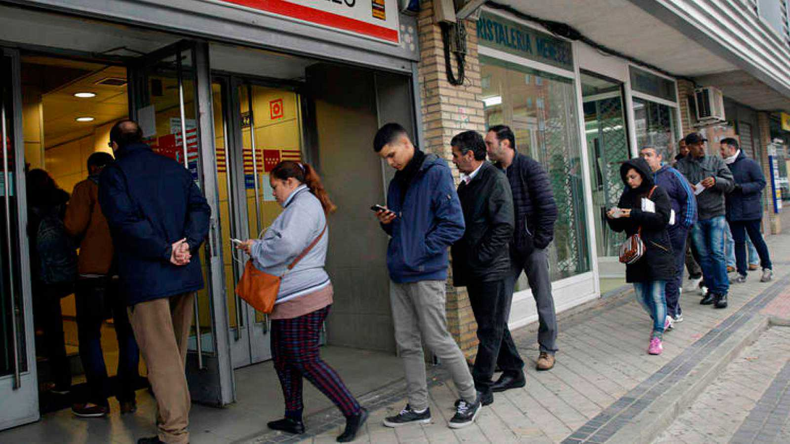 Se incrementa el desempleo de los jóvenes menores de 25 años en 22.765 personas.