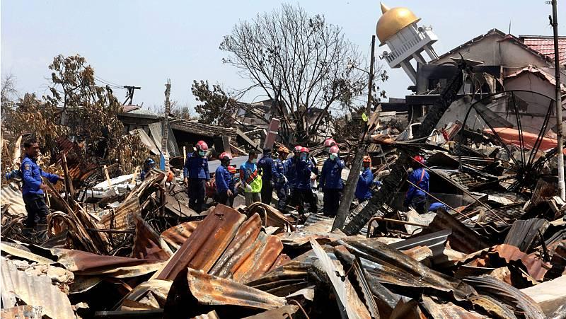 Indonesia busca supervivientes cuatro días despues del tsunami, que deja ya más de 1.200 muertos
