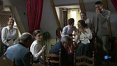 Acacias 38 - Los vecinos intentan representar la obra de Leonor