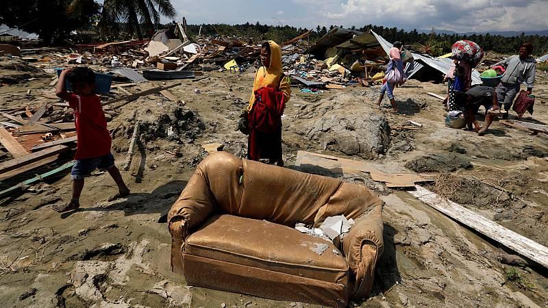 Los habitantes de la ciudad indonesia de Palu tratan de recuperar la normalidad cinco diás después del tsunami