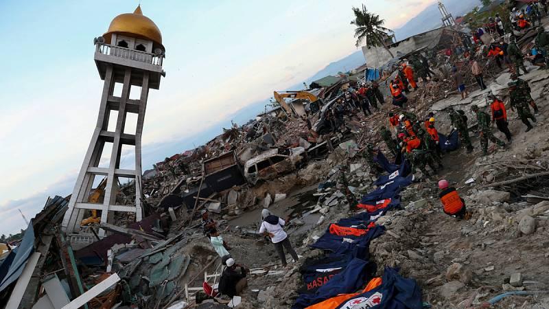 Las autoridades de Indonesia creen que hay miles de desaparecidos por el terremoto y posterior tsunami