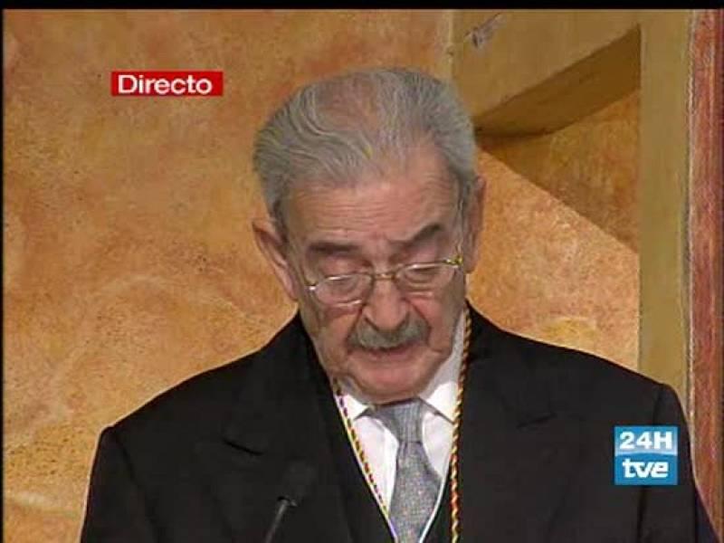 El premio Cervantes, Juan Gelman, insta a recuperar la memoria histórica y enterrar a los muertos desaparecidos por las dictaduras militares