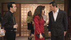 Carlos se entera de que Julia sale con su nuevo jefe