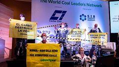 Activistas de Greenpeace interrumpen una cita empresarial para exigir que se deje de usar carbón