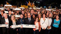 Miles de personas exigen la libertad de los 'Jordis' en el aniversario de su encarcelamiento