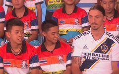 Ibrahimovic sorprende a los 12 niños tailandeses rescatados de la cueva de Tham Luang