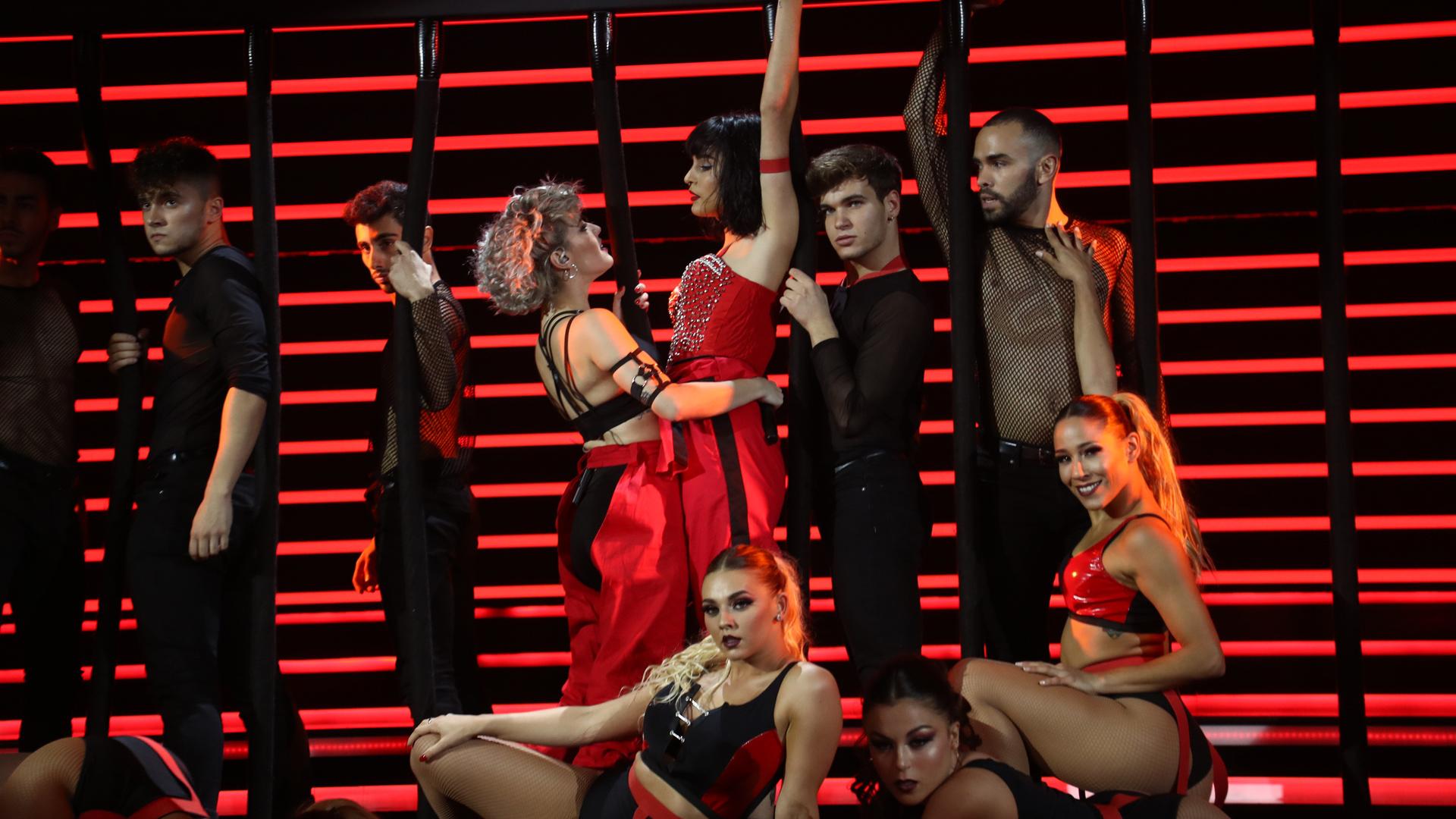 Britney Spears posee a Natalia y Alba Reche en la gala 4 de OT 2019