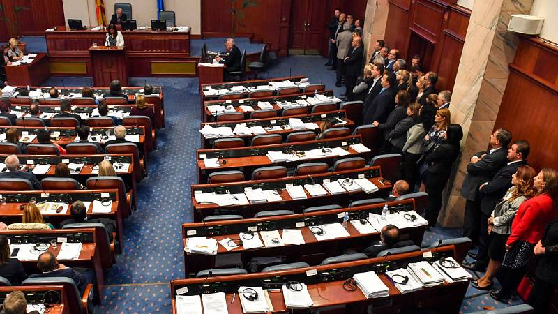 El parlamento de Macedonia aprueba el cambio de nombre de su país